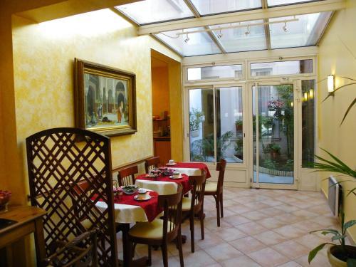 Hôtel Poussin photo 11