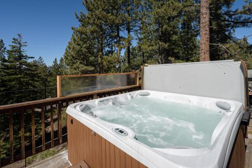 New Listing! All-Season Retreat w/ Private Hot Tub home Main image 2