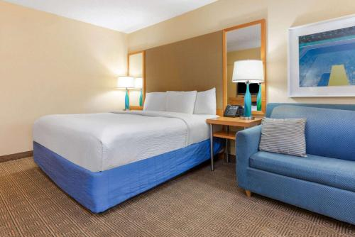La Quinta Inn by Wyndham Ft. Lauderdale Northeast - image 5