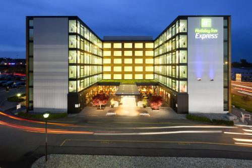 Holiday Inn Express Zürich Airport, an IHG hotel - Hotel - Rümlang