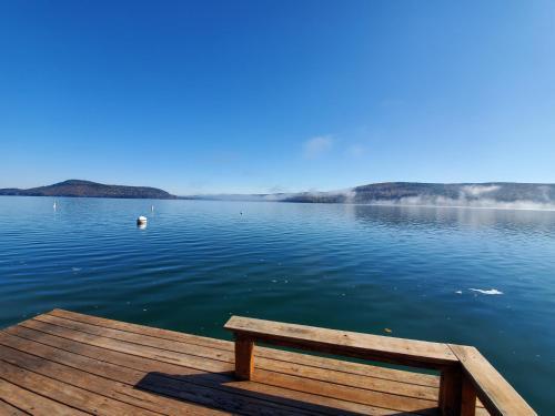 . Lake View Motel
