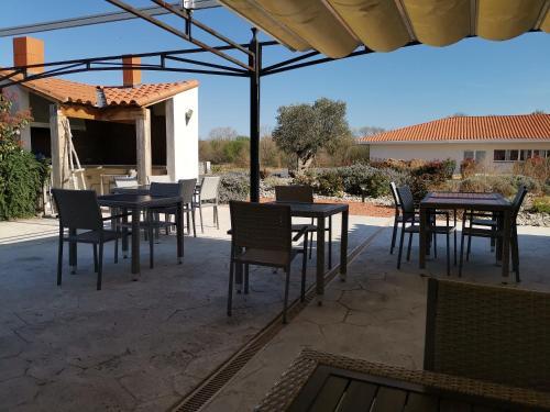 Hotel Restaurant L'Espassole - Hôtel - Thuir