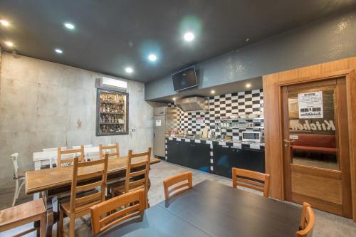 Alessandro Palace Hostel & Bar