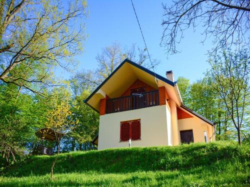 . Cozy Holiday Home in Sveti Kriz with Private Garden