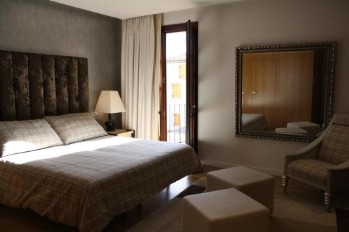 Twin Room with Private Bathroom Palau dels Osset 6