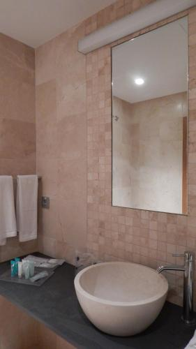 Twin Room with Private Bathroom Palau dels Osset 3