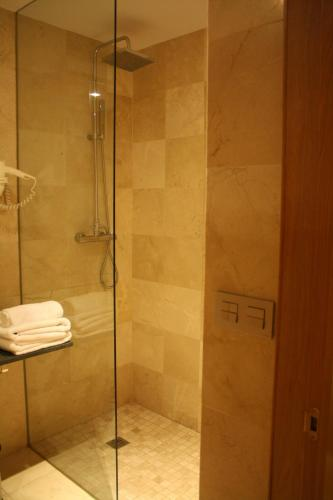 Twin Room with Private Bathroom Palau dels Osset 2