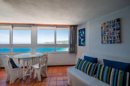 Rent4rest - Sesimbra Ocean View Studio, Ferienwohnung in Sesimbra bei Azoia