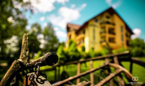 Pension Vanatorul - Hotel - Vatra Dornei