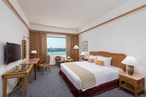 Cameră dublă sau twin Deluxe cu vedere la lac (Deluxe Double or Twin Room with Lake View)
