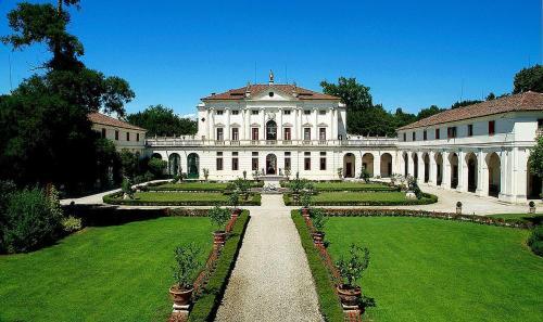 Piombino Dese Villa Sleeps 8 Pool Air Con WiFi - Apartment - Piombino Dese