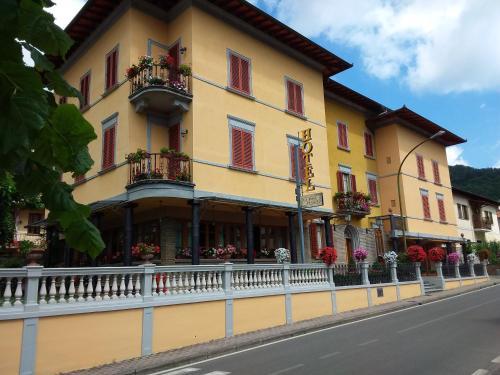 . Hotel La Rosa