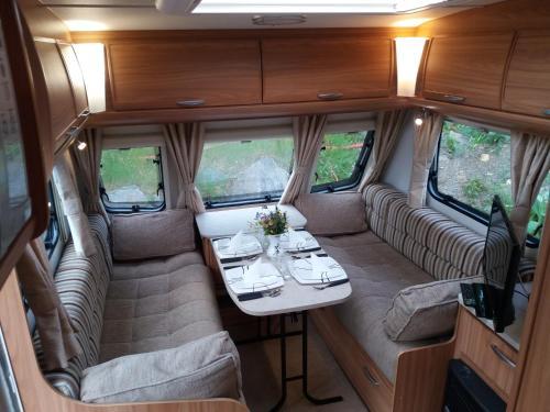 Ubytování v Luxusním Karavanu