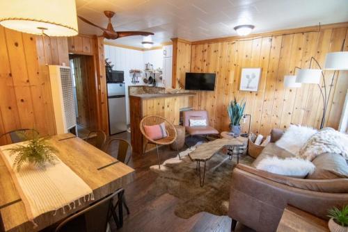Lake Front Cabins - Hotel - June Lake