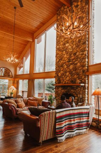 Ambleside Lodge Bed & Breakfast - Canmore, AB T1W 2L6