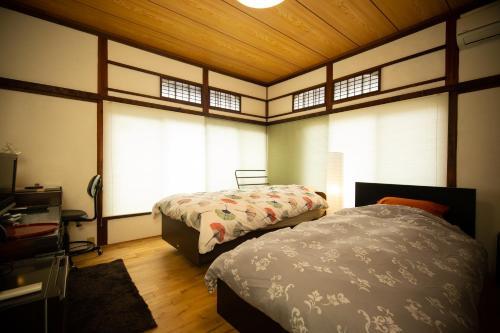 Guest House Ikenoue, walked uphill by Shimokitazawa