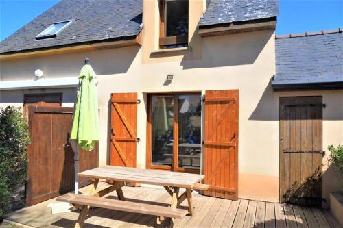 Maisonnette 5 personnes avec accès piscine commune et à 500 mètres de la plage.