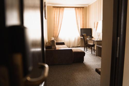 Globus Hotel, Ternopil's'ka