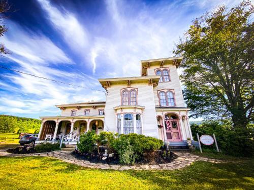 BUTLER HOUSE at The Cherry Creek Inn - Hotel - Cherry Creek