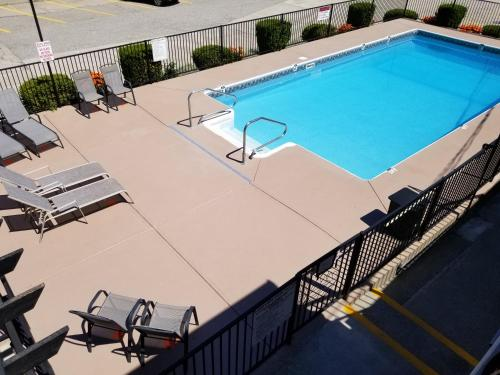 . Lakeview Motel & Suites