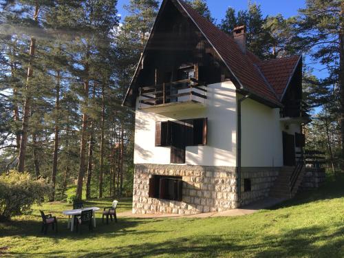 Zlatiborska kuća u šumi - Dobroselica