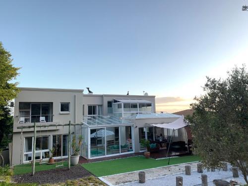 Villa View Hermanus Heights