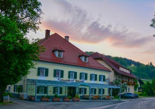 . Hotel-Gasthof Stoff