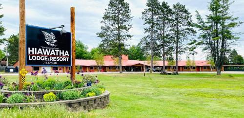 . Hiawatha Lodge Inn