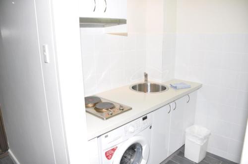 Accommodation Sydney Studio with balcony apartment - image 5