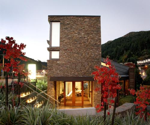 21 Robins Road, Queenstown 9300, New Zealand.