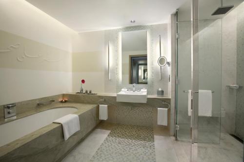 Hilton Capital Grand Abu Dhabi photo 37