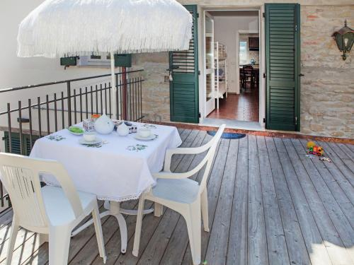 . Peaceful Apartment in Modigliana with Pool
