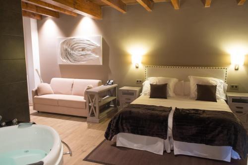King Suite with Spa Bath - single occupancy Osabarena Hotela 14