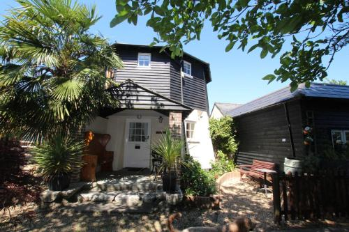 Hunston Mill Self Catering Cottages, Chichester