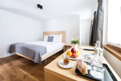 Accommodation in Lenz