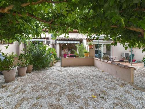 Secluded Cottage in Mouries with Garden - Location saisonnière - Mouriès