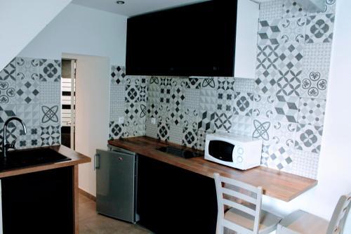 Beau Studio Moderne 5mn Centre Ville +parking +wifi - Location saisonnière - La Rochelle