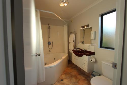 Deluxe Studio with Bath