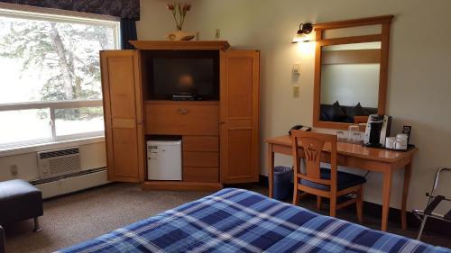 Pines Motel - Hinton, AB T7V 1X7