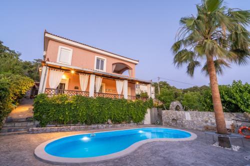 . Dryades Villa