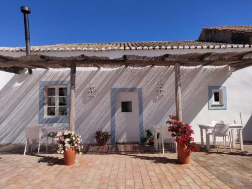 Casa Largo Do Poço Guesthouse - Photo 6 of 42