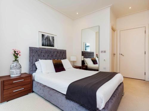 Gorgeous Apartment in London near Southwark Park - image 5