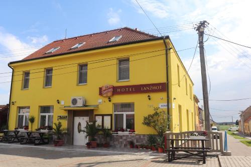 . Hotel u Nádraží Lanžhot