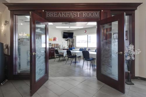 Quality Inn & Suites Edmonton International Airport - Photo 4 of 47