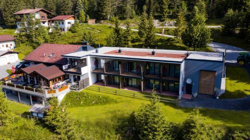 Hotel Garni Isarlodge Wiesenhof - Accommodation - Seefeld