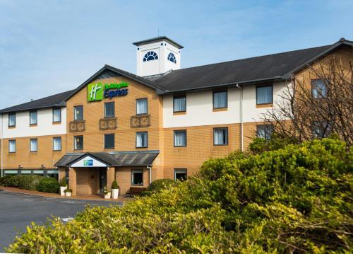 Holiday Inn Express Swansea East, an IHG Hotel