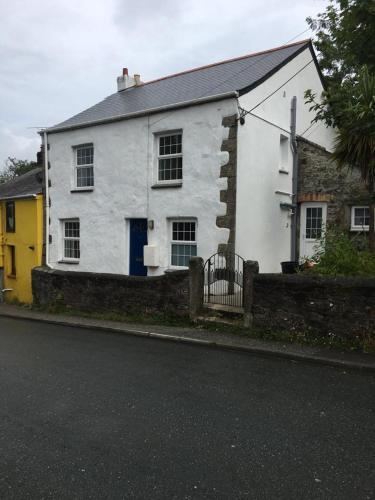 No 6 Nasturtium Cottage, Par, Cornwall