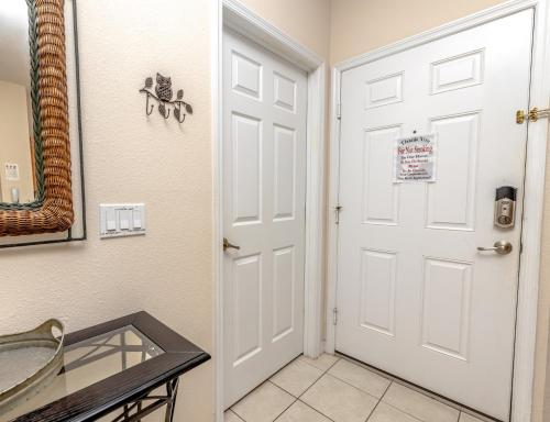 Magical 3Bdr 2bth for 6ppl with Pvt Pool With Huge Clubhouse and amenities near Disney Parks - image 3