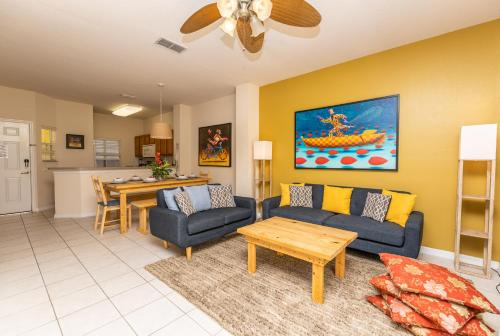 Magical 3Bdr 2bth for 6ppl with Pvt Pool With Huge Clubhouse and amenities near Disney Parks - image 4