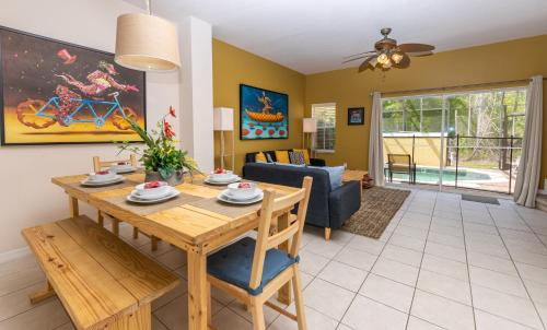 Magical 3Bdr 2bth for 6ppl with Pvt Pool With Huge Clubhouse and amenities near Disney Parks - image 5